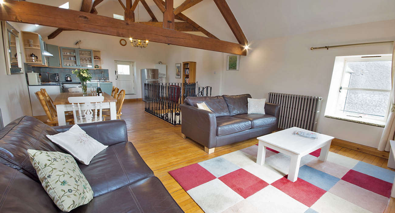 Robins Nest holiday cottage for 4 with 2 bedrooms, 2 bathrooms in Buxton, Derbyshire, UK with pool on Moor Grange Farm